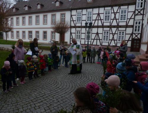 Palmsonntagsgottesdienst und Generationszwerge im Kloster Brede