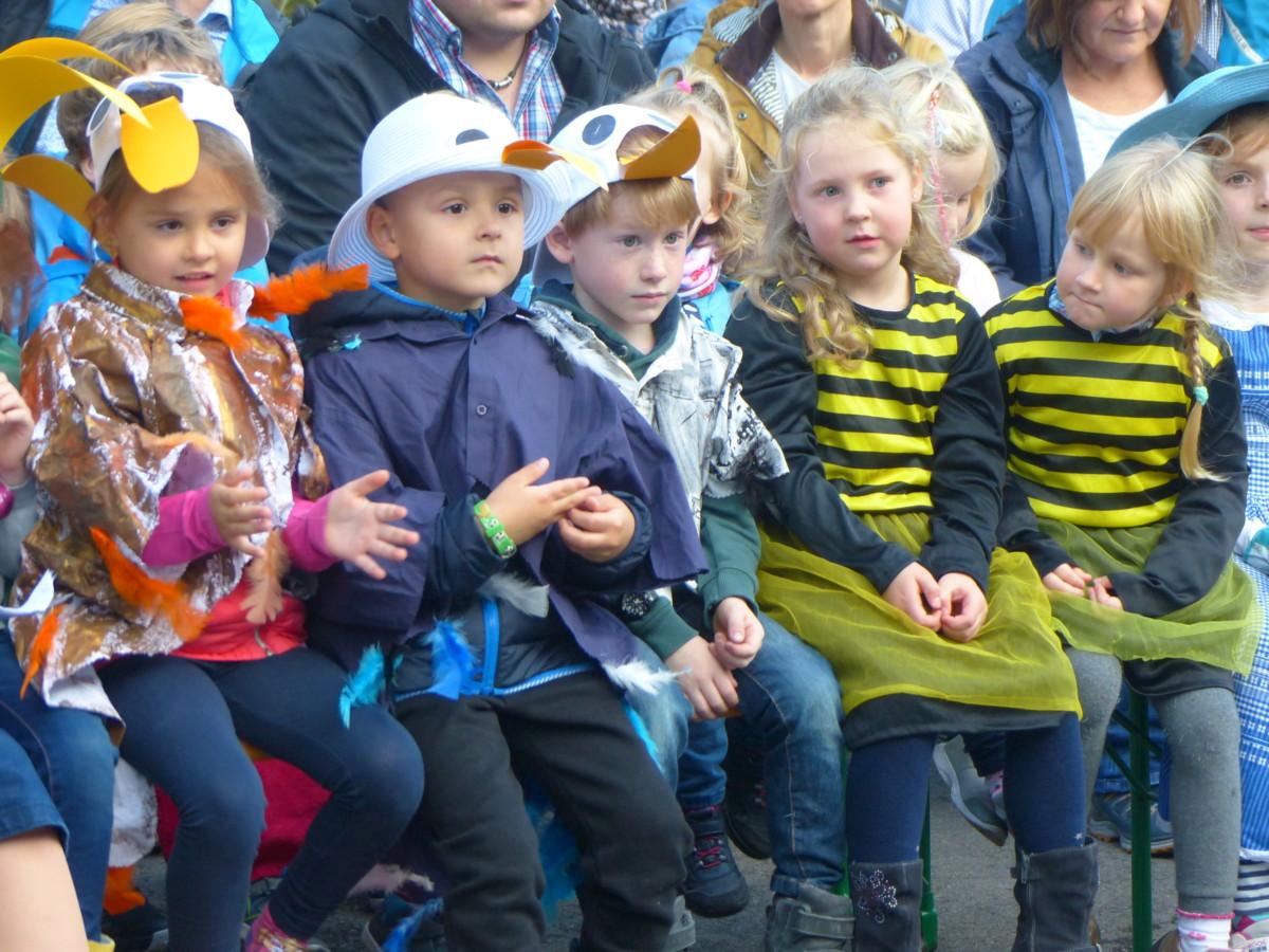 Kinder in ihren Kostümen