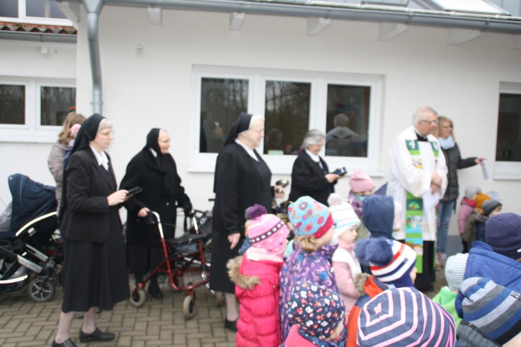 Schwestern und Rektor Hövelborn