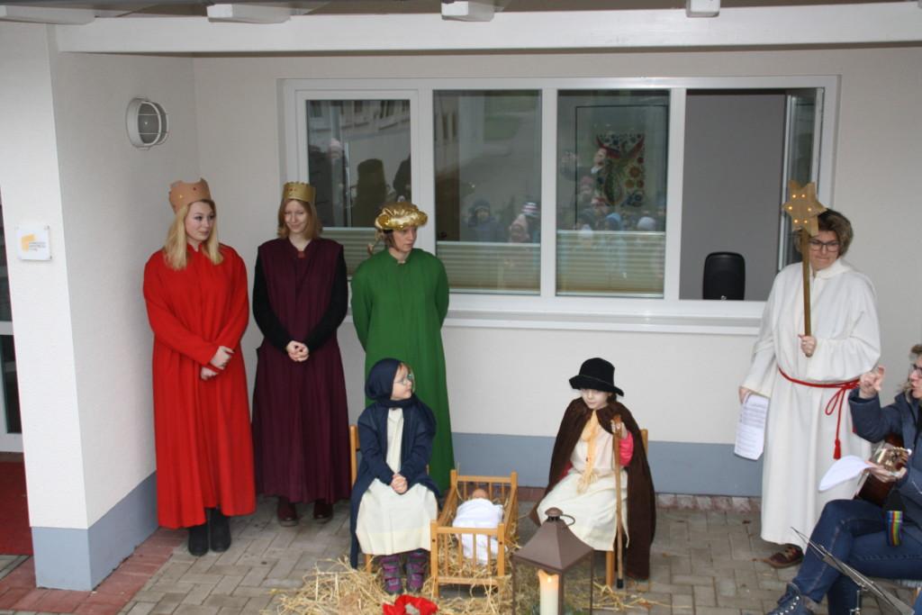 drei heiligen Könige, der Weihnachsstern und Maria und Josef mit dem Jesuskind
