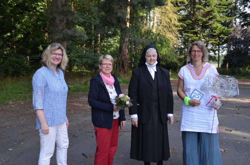 Gruppenfoto mit Barbara Rehermann, Frau Emmerich, Sr. Elvira und Diana
